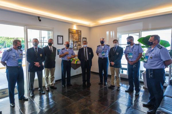 Homenagem faz alusão ao Dia do Aviador e Dia da Força Aérea Brasileira