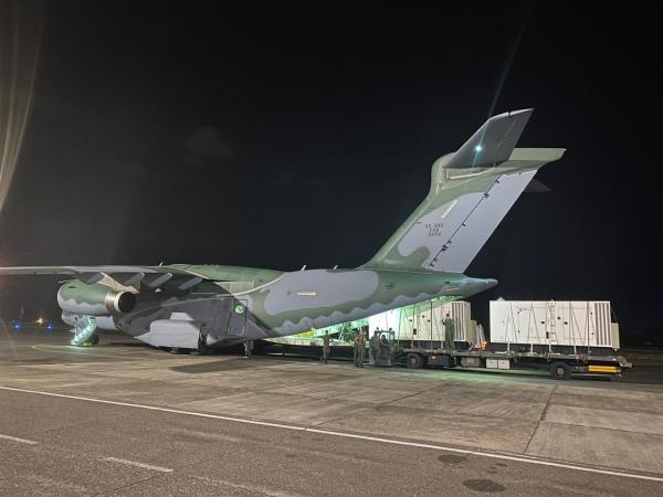 A aeronave decolou da Ala 2, em Anápolis (GO), e realizou carregamentos na Ala 1, em Brasília (DF), e na Ala 8, em Manaus (MN), antes de seguir para Macapá (AP)