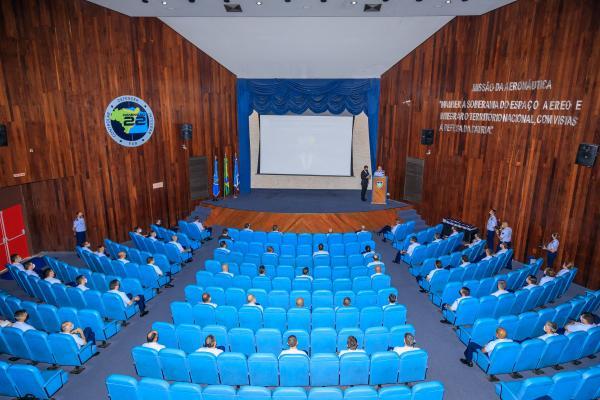Ao todo, 93 Oficiais pertencentes aos quadros de Aviação, Intendência, Infantaria, Engenharia, Medicina, Farmácia e Controle de Tráfego Aéreo participaram da palestra