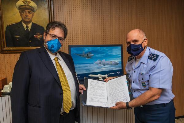 O Comando da Aeronáutica participará do desenvolvimento conceitual de um míssil de cruzeiro junto à AVIBRAS