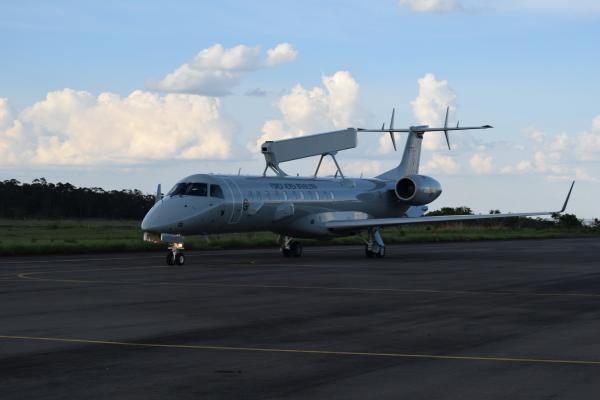 A aeronave decolou de Gavião Peixoto nesta quinta-feira (03) e pousou na Ala 2, em Anápolis (GO)