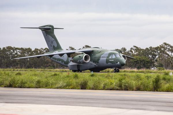 Está previsto o lançamento de paraquedistas brasileiros e americanos, além da atuação em conjunto com aeronaves de outras Forças Aéreas