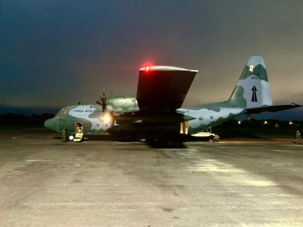 Aeronaves decolam da Base Aérea de São Paulo com cilindros de oxigênio para Manaus (AM)
