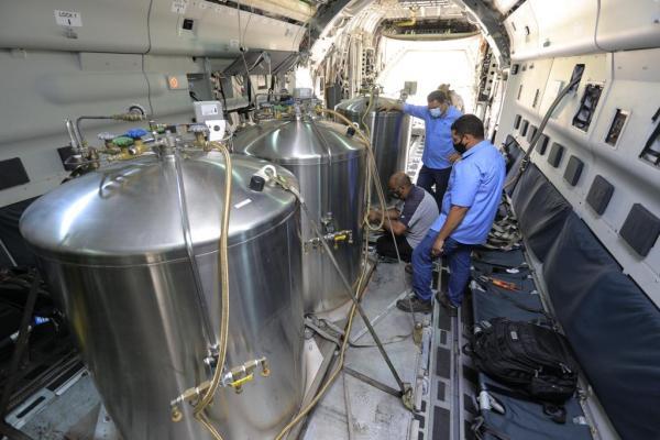 O carregamento da aeronave ocorreu na Base Aérea de São Paulo (BASP), durante a tarde deste sábado (16)