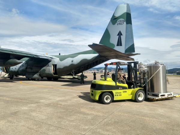 As aeronaves KC-390 Millennium, C-130 Hércules, C-105 Amazonas e C-99 estão dedicadas ao cumprimento da missão de transportar oxigênio, insumos e pacientes