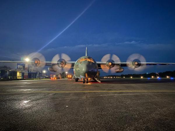 Aeronaves da Força Aérea Brasileira carregaram, nesta segunda-feira (18), vacinas para o Amazonas, Ceará, Goiás, Mato Grosso do Sul, Piauí, Santa Catarina, além do Distrito Federal