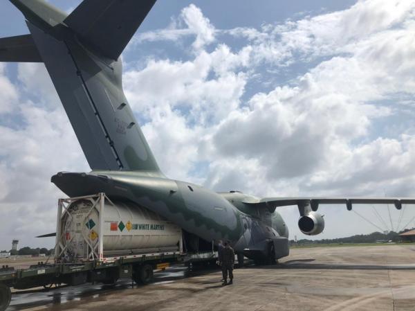 Aeronaves como KC-390 Millennium, C-130 Hércules, C-105 Amazonas, C-99 e outras estão envolvidas no transporte de insumos, equipamentos e pacientes