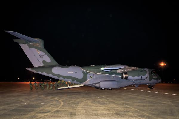 O voo em conjunto com as aeronaves da Força Aérea Americana ocorreu na madrugada desta terça-feira (02/02)