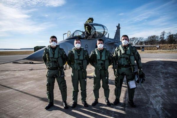 Os voos básicos visam ambientar os tripulantes às características do novo vetor de caça da Força Aérea Brasileira