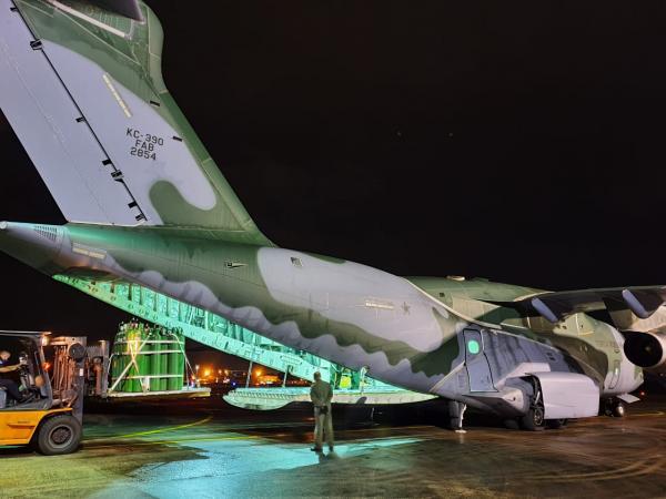 O avião realizou o transporte na madrugada dessa segunda-feira (22)