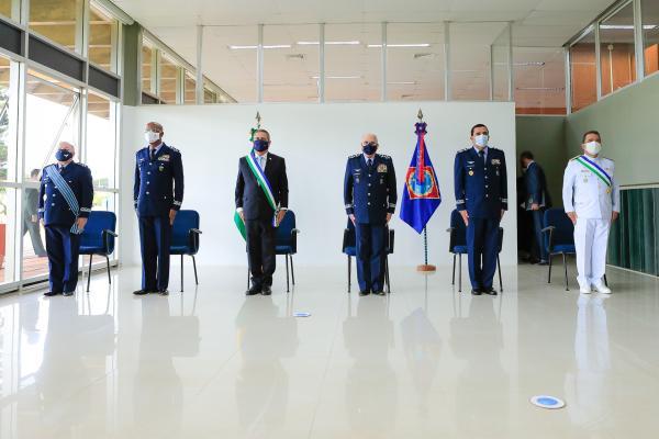 Tenente-Brigadeiro do Ar Luis Roberto do Carmo Lourenço recebeu o Comando da Escola Superior de Guerra do Almirante de Esquadra Wadmilson Borges de Aguiar