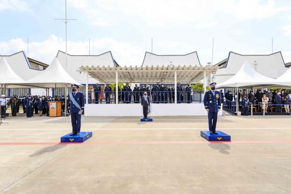 Tenente-Brigadeiro do Ar Carlos de Almeida Baptista Junior transmitiu o cargo de Comandante-Geral de Apoio ao Major-Brigadeiro do Ar Pedro Luís Farcic