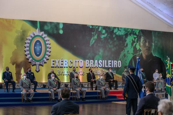 A data de 19 de abril faz referência à Batalha dos Guararapes, em 1648, quando os brasileiros lutaram contra os holandeses pela manutenção do território.