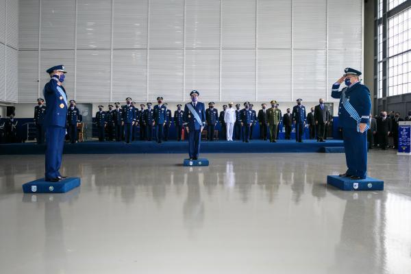 Tenente-Brigadeiro Heraldo transmitiu o cargo ao Tenente-Brigadeiro Fiorentini, em cerimônia realizada no Rio de Janeiro (RJ)