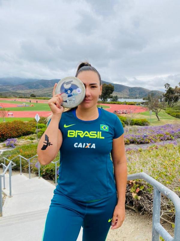 3º Sgt Fernanda Raquel - atleta de Lançamento de Disco