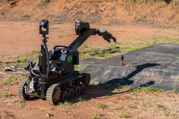 IAE reproduziu peça do Robô DAE/EOD