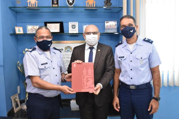 Acordo permitirá que alunos da UFPE realizem o estágio curricular na Organização Militar
