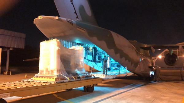 Equipamento foi transportado pela aeronave KC-390 Millennium na madrugada deste domingo (16)