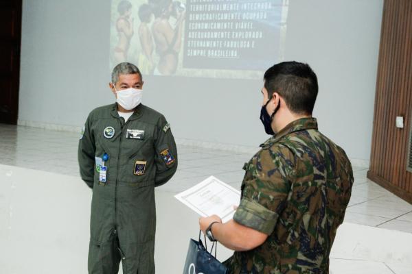 Aspirantes a Oficial Intendente visitam Organizações Militares da FAB na Amazônia