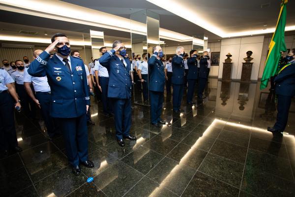 Militares completaram 40 anos de serviço ativo e receberam a Medalha de Ouro, com passador de platina