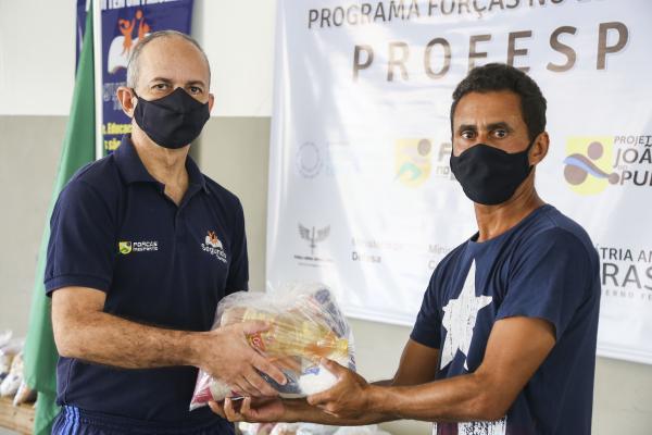 Alimentos estão sendo distribuídos para famílias da região metropolitana do Recife e da ilha de Fernando de Noronha
