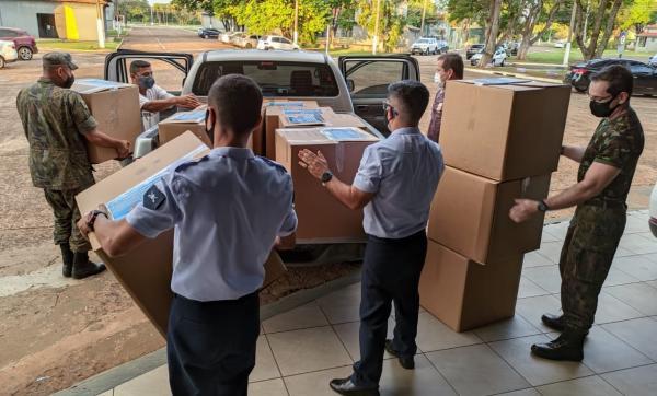 Militares realizaram doação de sangue e de agasalhos em Campo Grande (MS)