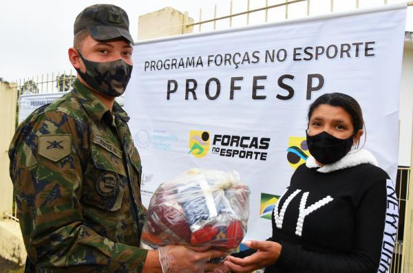Mais de 310 kits foram distribuídos aos familiares dos alunos beneficiários do PROFESP