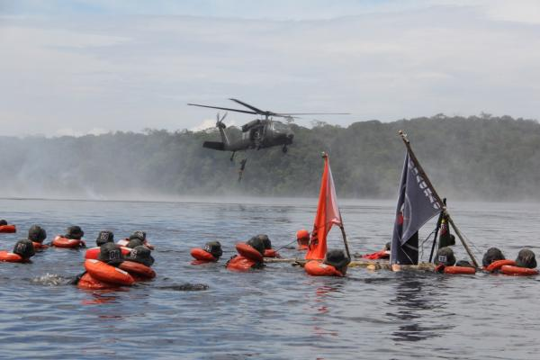 Coordenado pela Ala 8, o curso contou com instruções teóricas e práticas de técnicas e táticas de sobrevivência na selva amazônica
