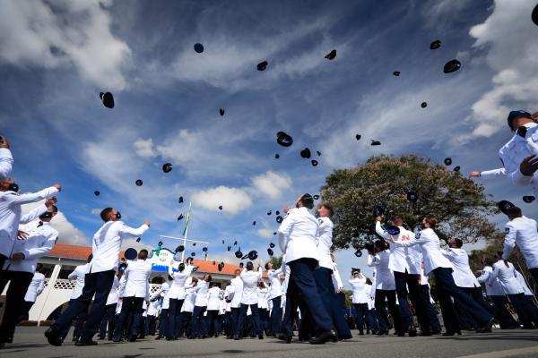 A cerimônia militar de formatura da Turma Parabellum foi realizada nessa segunda-feira (21), em Guaratinguetá (SP), com a presença do Presidente Jair Bolsonaro