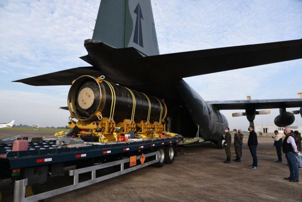 A Operação faz parte do desenvolvimento do Projeto do Veículo Lançador de Microssatélites (VLM-1) e teve como objetivo a integração de um Motor-Foguete S50, carregado e inerte, com massa total de aproximadamente 13 toneladas