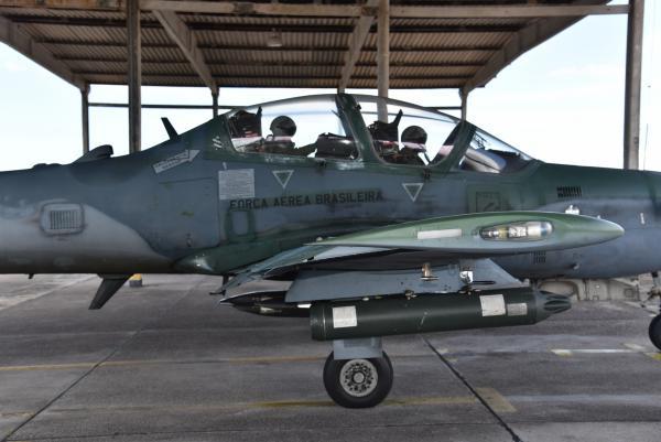 Durante dois meses, os futuros pilotos de caça da Força Aérea Brasileira (FAB) serão capacitados para operar a aeronave A-29 Super Tucano