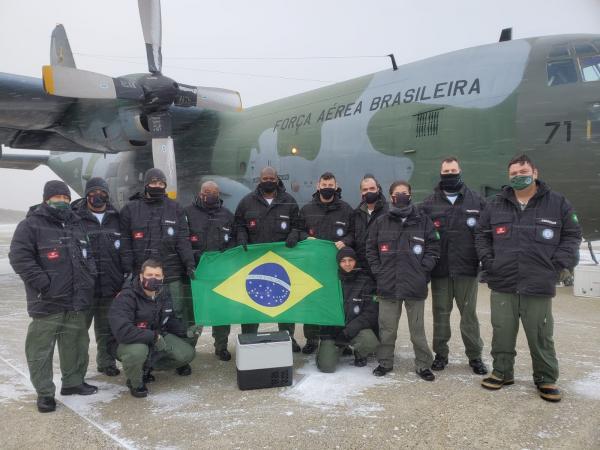 Carga foi entregue à Estação Antártica Comandante Ferraz (EACF), na Baía do Almirantado, que fica na ilha Rei George