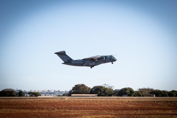 A aeronave decolou com equipes de especialistas e peritos em busca e resgate, além de medicamentos e insumos estratégicos para assistência farmacêutica emergencial