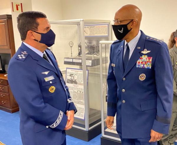 Tenente-Brigadeiro Baptista Junior tratou do assunto durante visita ao Chefe do Estado-Maior da Força Aérea dos Estados Unidos, no Pentágono americano