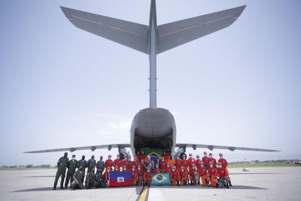 Aeronave transportou mais de dez toneladas de suprimentos e equipamentos, além de militares da Força Nacional e do Corpo de Bombeiros do Distrito Federal e de Minas Gerais para prestar ajuda às vítimas do terremoto no país caribenho