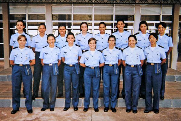 Ingresso da primeira turma com mulheres na Academia da Força Aérea foi em 1996