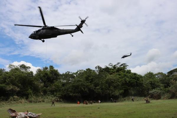 Simulação realizada no Exercício Cooperación VII desafia militares a prestarem cuidados médicos às populações afetadas por terremotos