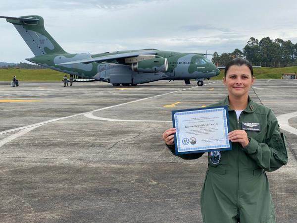 Militar foi agraciada por seu trabalho na área de Comunicação Social durante o Exercício Cooperación VII, realizado de 28 de agosto a 10 de setembro em diferentes regiões da Colômbia