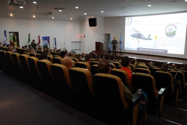 Sob o lema `Unidos para salvar vidas`, as Forças Aéreas Americanas participaram, de 28 de agosto a 10 de setembro, do exercício que permitiu um treinamento próximo ao real
