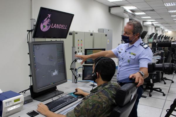 O projeto representa a nova era das Comunicações Aeronáuticas no Espaço Aéreo Continental Brasileiro