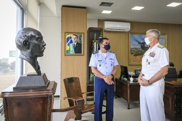 Encontro ocorreu nessa quarta-feira (22) com o objetivo de fortalecer a cooperação militar e a interoperabilidade entre Brasil e Estados Unidos