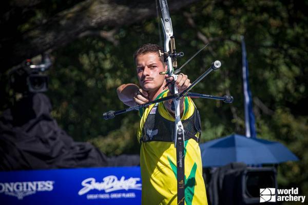 O atleta conquistou a segunda colocação para o Brasil ao superar, nas quartas de final, o turco Samet Ak, e na semifinal, o número 1 do ranking mundial, o norte-americano Brady Elisson