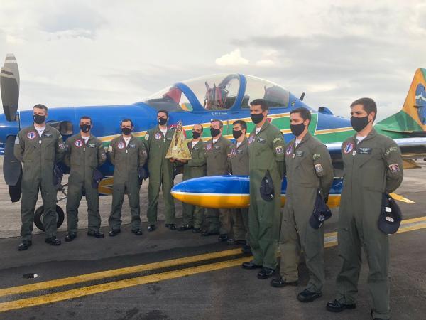 Tripulação pousou na Base Aérea de Belém (BABE), na tarde desta sexta-feira (8), onde receberam as homenagens da Imagem Peregrina de Nossa Senhora de Nazaré