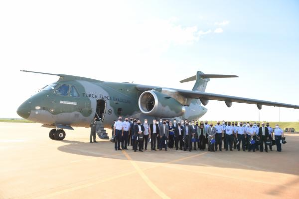 Visita foi realizada na unidade da Embraer em Gavião Peixoto, no interior de São Paulo (SP)