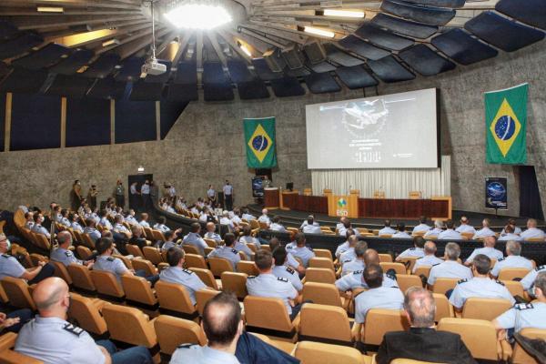 Encontro entre Oficiais-Generais aconteceu na Escola Superior de Defesa, em Brasília (DF)