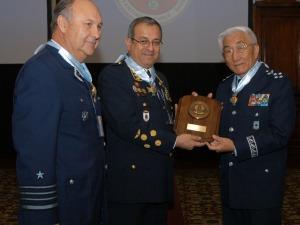 TB Saito recebe prêmio