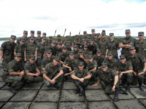 Cadetes com soldados da 2° Bda Inf Sl